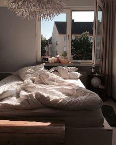 Bedroom cozy apartment sleep 48 ideas for 2019 Bedroom Corner, Cozy Bedroom, Bedroom Inspo, Bedroom Decor, Bedroom Windows, Bedroom Ideas, Dream Rooms, Dream Bedroom, Cozy Apartment