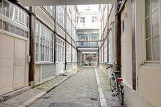 Paris : Passage du Cheval Blanc, la nouvelle vie des anciens ateliers du Faubourg Saint-Antoine - XIème http://www.parisladouce.com/2017/01/paris-passage-du-cheval-blanc-la.html