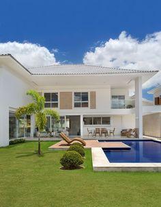 House Design: Casa por Babi Teixeira e Tomaz Teixeira (Foto: Den. Luxury Apartments, Contemporary House Design, Future House, House, House Inspo, Modern House Design, House Exterior, House Plans, Contemporary House