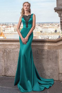 Junoesque Satin Bateau Neckline Backless Mermaid Evening Dress With Lace Appliques