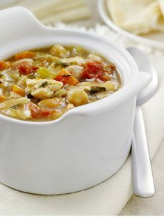 Low Calorie Soup Recipes for Weight Watchers, Spicy country-vegetable soup, vegetable broth, tomatoes, carrots... www.foodideasrecipes.com
