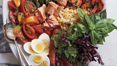The idea behind this beautiful and delicious salad is to use up all the remnants left in your refrigerator from the weekend& meals. Hard-boiled eggs, along with anchovies and olives, bring the salad closer to its origin in the south of France. Salad Recipes, Diet Recipes, Cooking Recipes, Healthy Recipes, Diet Meals, Healthy Snacks For Diabetics, Healthy Eating, Nicoise Salad, Hard Boiled