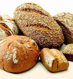 (Ingrediente para un pan de unos 30 centímetros)  700 gramos de harina  Una cucharadita de levadura seca  Media cucharada ...