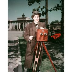 Actor Robert Donat performs as Willie Friese-Green in a recreation of the cameraman filming the first moving pictures in Hyde Park. The film 'Magic Box' was shown as part of the Festival of Britain. Robert Donat, Magic Box, Beautiful Voice, Hyde Park, Moving Pictures, Modernism, Best Actor, Great Movies, Hollywood Stars
