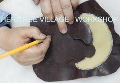 Техника татарской кожаной мозаики позволяет создавать всевозможные изделия выходя за рамки сложившегося стиля ..... #узорная_кожа , #кожаная_мозаика , #татарская_узорная_кожа , #кожа , #изделия_из_кожи