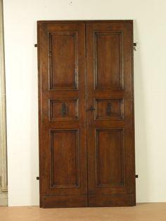 Riproduzione di una porta del '700 a tre riquadri, realizzata in pioppo antico di trave.
