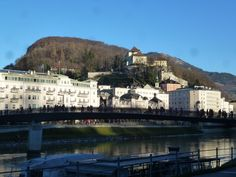 Makartsteg und Kapuzinerberg Salzburg, Berg, Austria, Travel Guide, Mansions, House Styles, City, Beautiful, Home