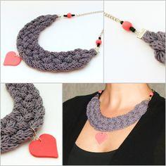 szürke kötött nyaklánc rózsaszín szív medállal / gray knitted braided necklace with pink heart shaped pendant