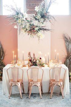 hanging dried flower modern wedding reception decor ideas Wedding Table Settings, Wedding Table Centerpieces, Wedding Decorations, Hanging Centerpiece, Centerpiece Flowers, Floral Wedding, Wedding Flowers, Copper Wedding, Mesas