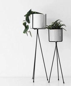 Wer für diesen Weihnachtskitsch nichts übrig hat, nimmt einfach diesen minimalistischen Blumenständer. Hier entdecken und shoppen: http://sturbock.me/UQl