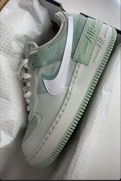 Tenis Air Force, Nike Shoes Air Force, Jordan Shoes Girls, Girls Shoes, Jordan 3, Sneakers Fashion, Shoes Sneakers, Swag Shoes, Aesthetic Shoes