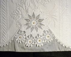 I started this pillowcase piece this past April while at my retreat in McCloud. I've been carving out precious minutes at my sewing mach. Longarm Quilting, Free Motion Quilting, Machine Quilting, Quilting Projects, Quilting Designs, Quilting Ideas, Vintage Textiles, Vintage Quilts, Vintage Linen