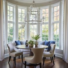 Dining Nook, Round Dining Table, Dining Room Design, Dining Room Table, Round Table And Chairs, Breakfast Nook Table, Breakfast Room Ideas, Kitchen Breakfast Nooks, Home Interior