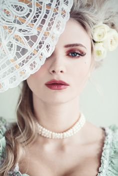 Baroque Portrait / Fashion Photography / Perl Neclace / Fan  // ♥ More at: https://www.pinterest.com/lDarkWonderland/