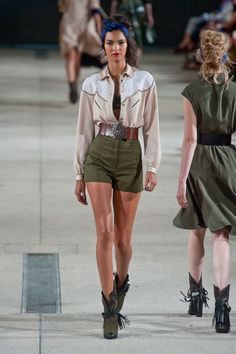 Khaki green? - Défilé Alexis Mabille, prêt-à-porter printemps-été 2014, Paris. #PFW #fashionstreet #runway