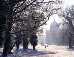 Potsdam, Park Sanssouci, Neues Palais, seitlicher Blick auf die Gartenseite im Winter. Photograph by Hans Bach © SPSG