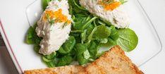 Zutaten: 2 Blatt Gelatine; 2 Schalotten; 1 Bund Dill; 0,25 l Schlagobers; 1 EL Crème fraîche; 200 g geräuchtertes Forellenfilet; Salz, Pfeffer; 1 Pkg. Vogerlsalat; 1 TL Zucker; 1 Zitrone! Mehr dazu auf der ADEG Website! Creme Fraiche, Prosciutto, Mousse, Gelatine, Snacks, Seaweed Salad, Grains, Recipies, Ethnic Recipes