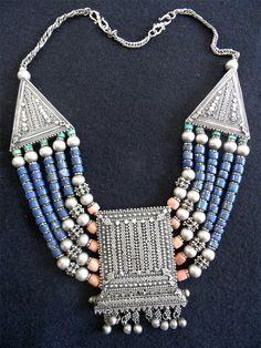 Yemen | Necklace; silver combined with beads | ©Lanajnaj, via ethnic jewels