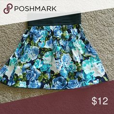 Casual skirt  size m but fits like a small Nice skirt with floral print Skirts Midi