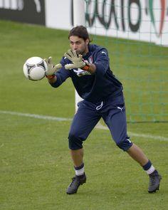Salvatore Sirigu, Italy Training Session
