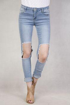 Spodnie jeansowe z modnymi dziurami  na kolanach