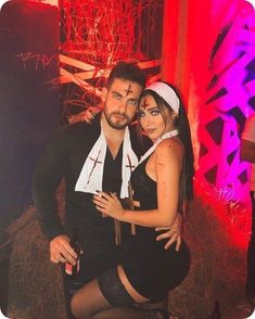 Couples Halloween Outfits, Cute Couples Costumes, Unique Couple Halloween Costumes, Trendy Halloween, Halloween Kostüm, Hot Couple Costumes, Halloween Disfraces, Costume Ideas, Instagram