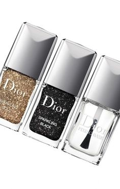 Now trending: Glittery nails.