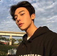 Hot Korean Guys, Korean Boys Ulzzang, Korean Couple, Ulzzang Boy, Korean Men, Sexy Asian Men, Asian Boys, Pretty Boys, Cute Boys