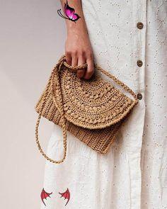 Crochet Raffia Clutch Purse, Straw Summer Bag, Raffia Clutch Handbag, Tan Crochet Summer Bag, Crochet Straw Clutch, Summer Crochet Bag  <br> Mochila Crochet, Bag Crochet, Crochet Purses, Crochet Summer, Knit Bag, Clutch Mini, Clutch Purse, Summer Tote Bags, Knitted Bags
