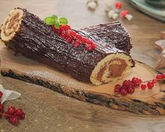 Tronco de navidad Sweet Desserts, Delicious Desserts, Dessert Recipes, Xmas Food, Christmas Cooking, Pan Dulce, Recipes From Heaven, No Bake Cake, Food To Make