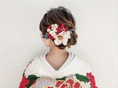 Yurika Miwa / studio aquaさんはInstagramを利用しています:「. . . 打掛に合わせたお花えらび おまかせください ✧ . . hair & make ➳ Yurika Miwa . @miwa.hm_aquashinjuku . . #weddinghair #wedding #japanese #bridal…」