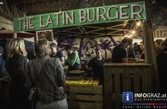 """Street Food Market - #Freiluftarena B, #Messe Graz  Nach dem Erfolg im Juni bei der Design-Halle am Grazer Lazarettgürtel machte der #StreetFoodMarket diesmal Station auf dem #Messegelände. Es war eine kulinarische Reise um den Globus, bei der Wert auf eine bunte Vielfalt gelegt wurde. Ob """"Latin Burger"""" aus #Südamerika, Trüffel-Feinheiten aus #Slowenien, Spanferkel aus der #Oststeiermark, Süßes aus #Indonesien, Veganes aus G#raz, etc ...........für jeden Geschmack war etwas dabei."""