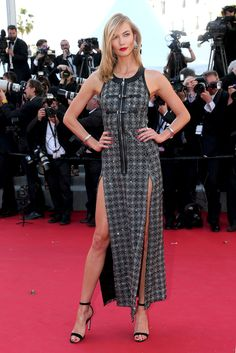 """Karlie Kloss rocks an Angelina Jolie-inspired leg at the """"Youth"""" premiere."""