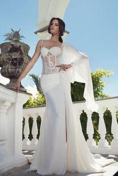 b255fc9a66a42 Con la scollatura a balconcino sei Sposa e Diva - Danayse Atelier