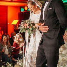 Radość i łzy wzruszenia takie są nasze wspomnienia z inscenizacji ślubu zorganizowanego przez #polskiestowarzyszeniekonsultantowslubnych i poprowadzonego przez @slub.humanistyczny podczas targów @weddingshowpl w hotelu @marriottwarsaw . #weddingshowpl #hotel #marriott #warszawa #slub #ślub #inscenizacja #weddingplanning #weddingplanner #slubhumanistyczny #weddingphotography #konsultantslubny #jamstudiopl