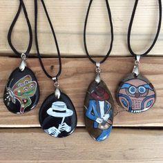 Taş kolye çalışmalarımdan birkaçı #taş #taşboyama #stone #stonepainting #kolye #necklace #taşkolye #gift #hediyelik #art #sanat