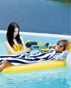 "Vrene having their rest time in summer . I'm sorry for being inactive lately guys :"""" I'm so busy wth my assignment, and couldnt manage the account often :"""" but i will post the edit more in the future, wish me luck wth my assignment :""))) . Music Awards 2014, Seoul Music Awards, K Pop, Bts Girl, Kpop Couples, Korean Couple, Ulzzang Couple, Red Velvet Irene, Min Suga"