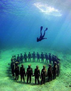 Mergulhe pra ver esculturas embaixo d'água no Parque Nacional Marinho em  Cancun, Mexico, e não esqueça sua acquaphone!  http://acquaphone.com.br/