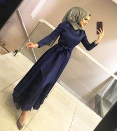 Görüntünün olası içeriği: 1 kişi, ayakta ve ayakkabılar – Fashionable Shares Hijab Prom Dress, Hijab Evening Dress, Hijab Style Dress, Hijab Chic, Dress Outfits, Evening Dresses, Summer Dresses, Muslim Fashion, Modest Fashion