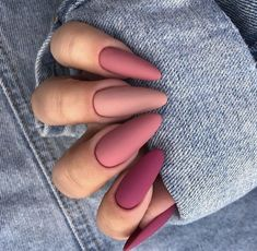 On the catwalks, the most striking thing is not hairstyles or make-up, but the nails of models. Simple Acrylic Nails, Best Acrylic Nails, Simple Nails, Stylish Nails, Trendy Nails, Cute Nails, Nails And More, Hair And Nails, Pink Nails