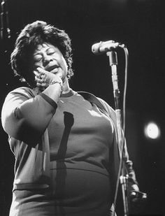 Singer Ella Fitzgerald singing at the Democratic rally for President John F. Kennedy's birthday 1962 NYC Yale Joel Ella Fitzgerald, Jazz Artists, Jazz Musicians, Everything Happens To Me, Familia Kennedy, The Hollywood Reporter, Hollywood Stars, Life Magazine, Magazine Photos