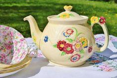 Gardenia teapot