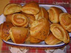 Kysnuté cesto musí byť ako páperie. Tak to hovorila naša manka /prababička/, ktorá ho miesila vo vykúrenej kuchynke a s bravčovou masťou /aj na pampúšiky/. Pretzel Bites, Food And Drink, Bread, Party, Brot, Parties, Baking, Breads, Buns