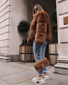 Outfit invierno casual Source by melissadossantosx Outfits invierno Winter Fashion Outfits, Fall Winter Outfits, Look Fashion, Fashion Brand, Autumn Fashion, Fashion Images, Womens Fashion, Fur Fashion, Mode Outfits