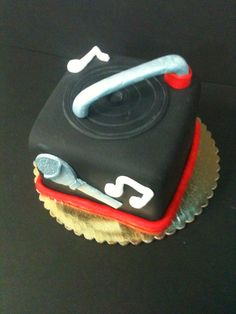 DJ Cakes and Eats on Pinterest Dj Cake, Turntable and ...
