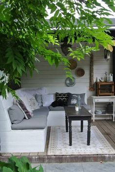 A small garden with lots of greenery, in a rustic style and acc … Outdoor Rooms, Outdoor Gardens, Outdoor Living, Outdoor Decor, Backyard Ideas For Small Yards, Small Backyard Landscaping, Pergola Patio, Backyard Patio, Pergola Ideas