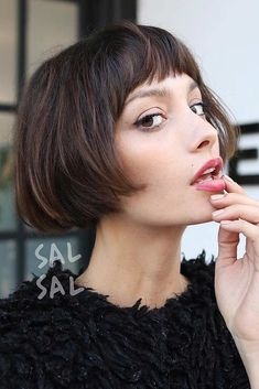 Charming Vintage French Bob ❤️ Looking for pageboy haircut ideas? Modern layered cuts with bangs, retro French bob versions, curly pageboy styles, and ideas for medium and long hair are here to surprise women! Modern Bob Hairstyles, Trending Hairstyles, Hairstyles With Bangs, Straight Hairstyles, Hairstyle Ideas, Pageboy Haircut, Blonde Bob Haircut, Bob Haircut With Bangs, Retro Haircut