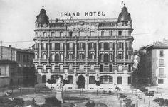 1913.  Se inaugura el Grand Hotel en la Plaza de San Francisco. En esta foto ultimaban la colocación del letrero.