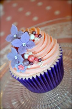 Pretty Flowers and Pearls Cupcake
