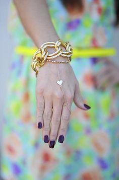 chain-linked jewelry Cute Jewelry, Jewelry Box, Body Jewelry, Bangles, Bracelets, Ring Bracelet, Shop Hopes, Women's Accessories, Hand Chain